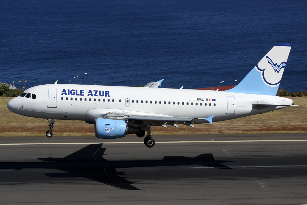 Aigle Azur Airbus A319-112 in Funchal am 24.07.10