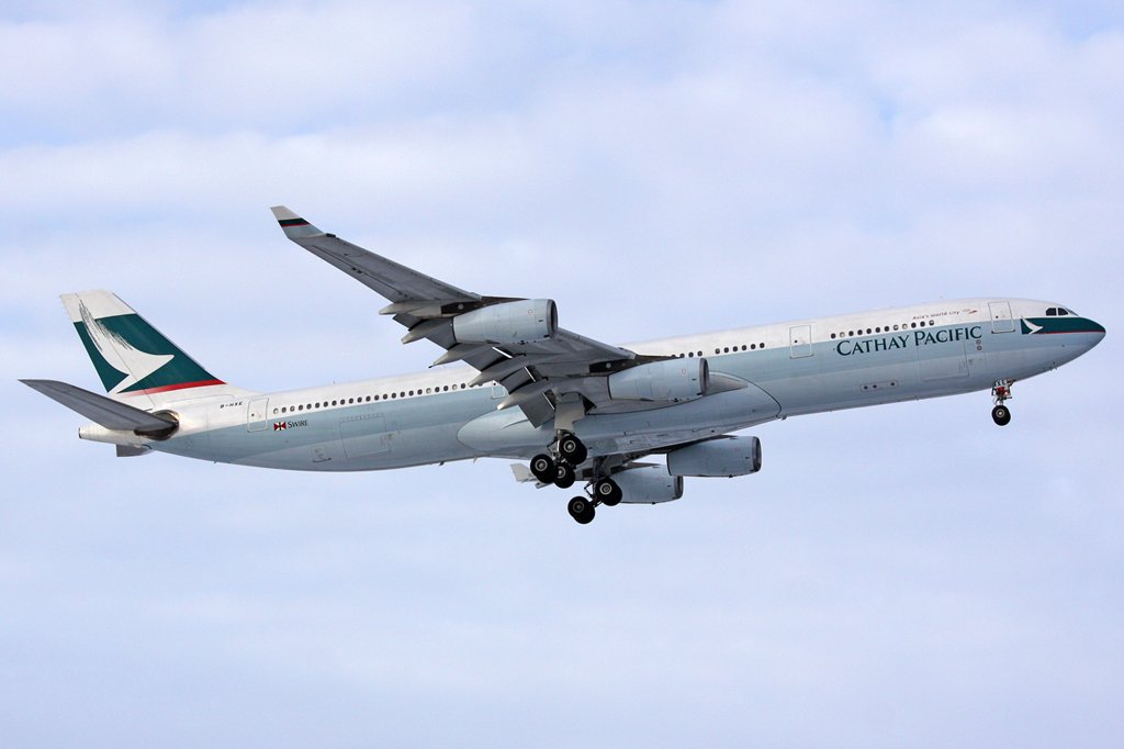Cathay Pacific Airways Airbus A340-313X in London Heathrow am 09,01,10