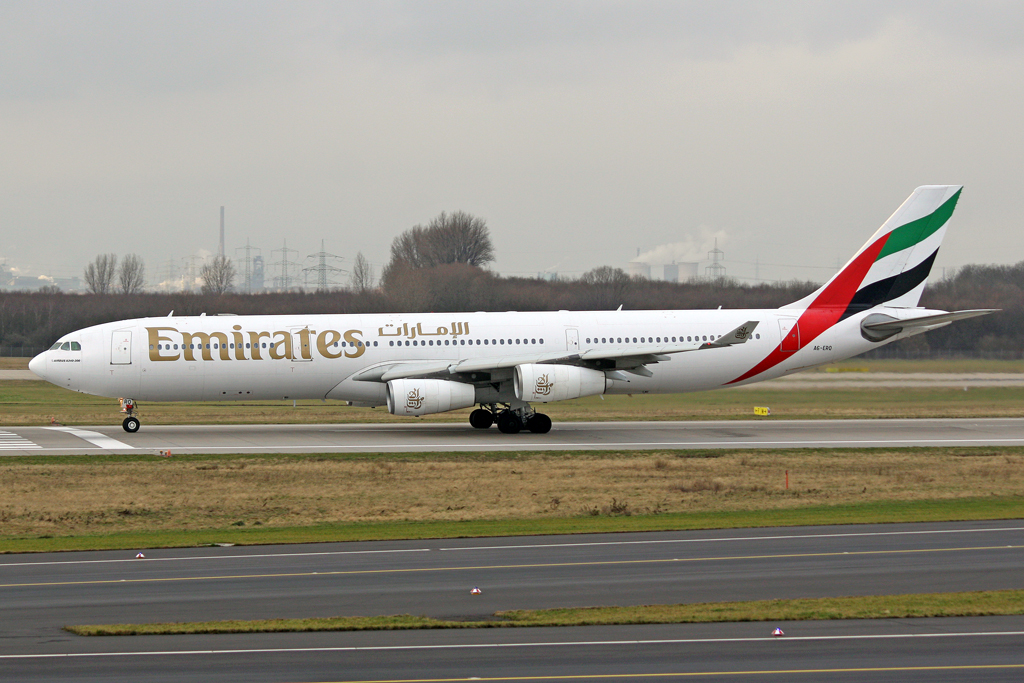 Emirates Airbus A340-313X A6-ERQ in DUS am 23.01.2012