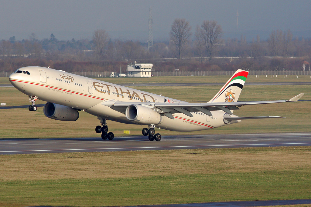 Etihad Airways Airbus A330-343X A6-AFD in DUS am 27.01.2012