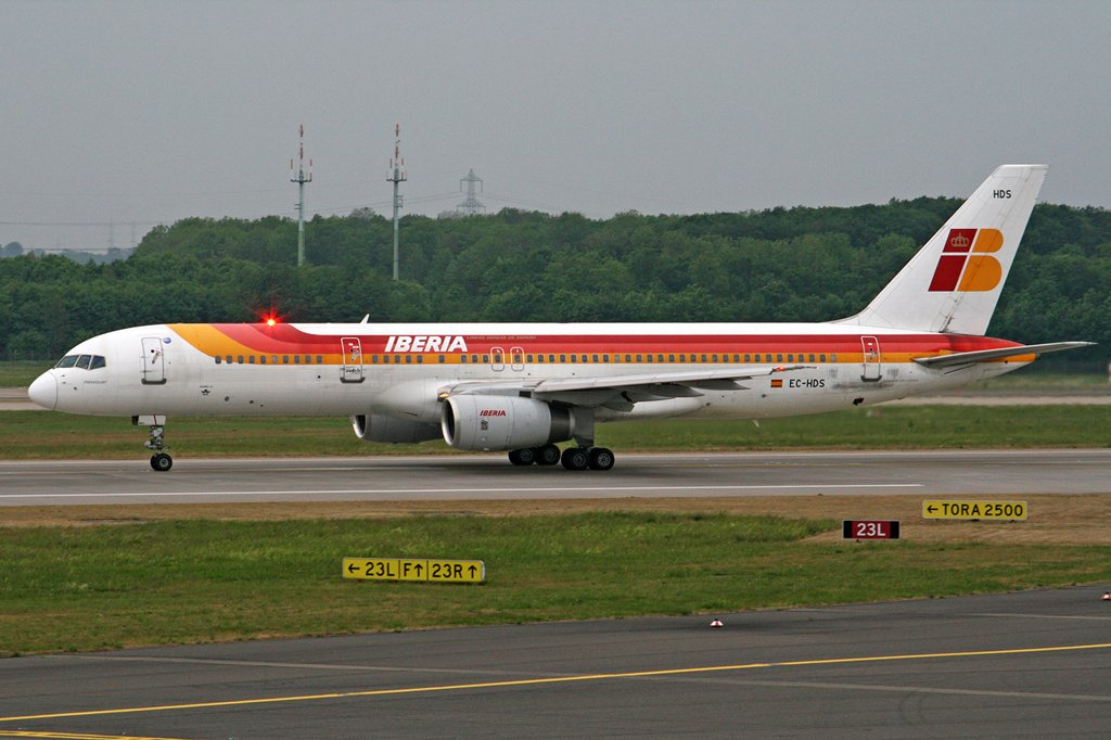 Iberia, B757-200, EC-HDS in Düsseldorf am 06,05,07