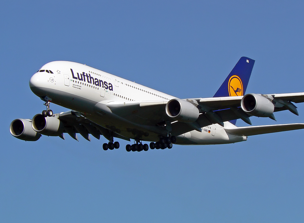 close up des lufthansa airbus a380 841 d aima in cgn am. Black Bedroom Furniture Sets. Home Design Ideas