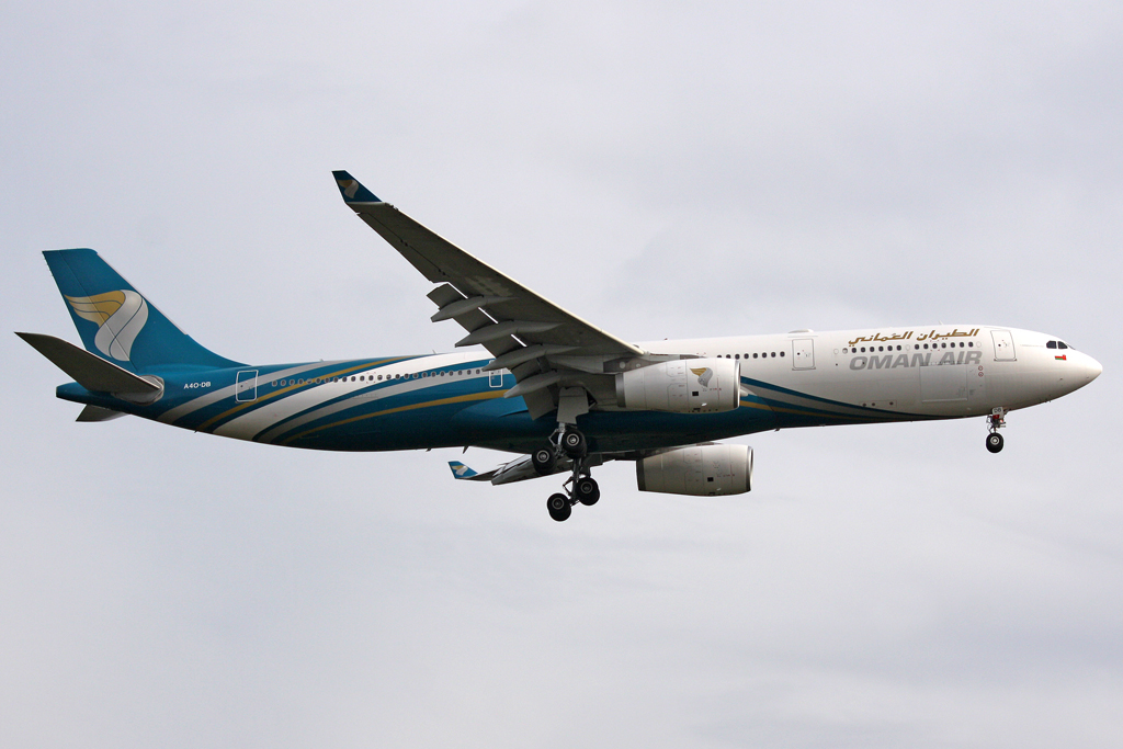 Oman Air Airbus A330-343E in Frankfurt am 25,04,10