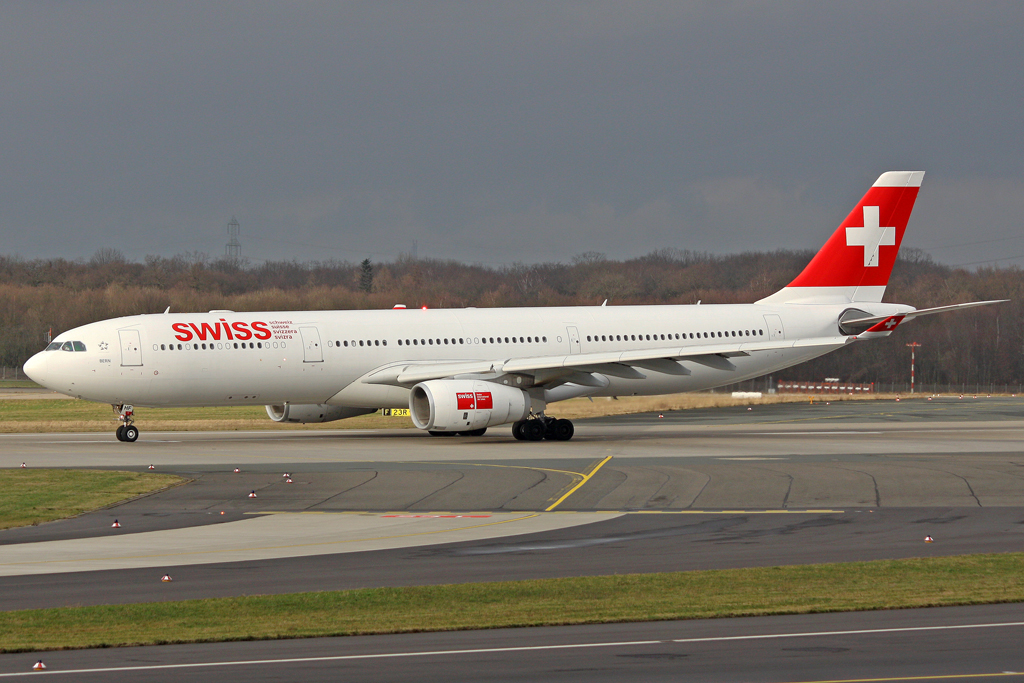 Swiss Airbus A330-343E HB-JHF in DUS am 23.01.2012
