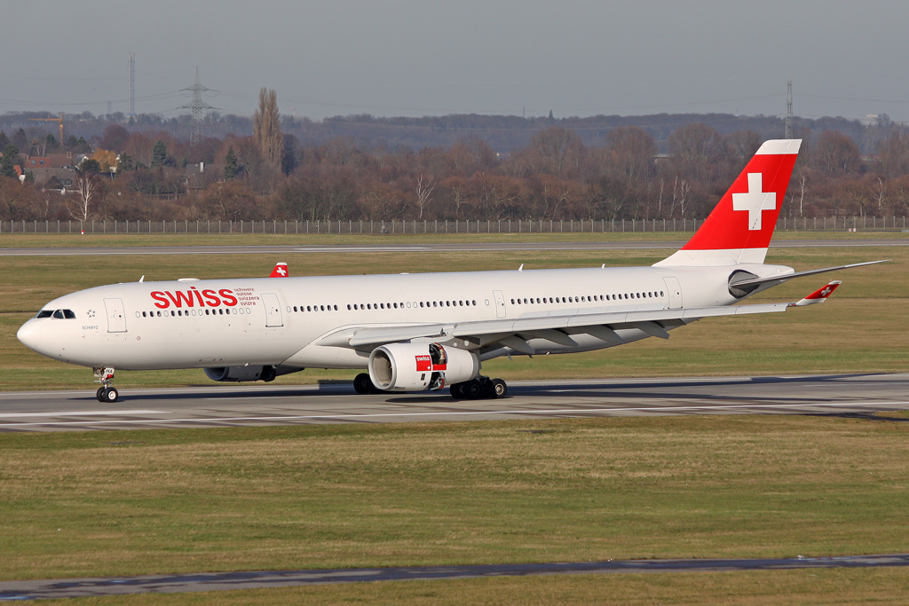 Swiss Airbus A330-343X HB-JHA in DUS am 27.01.2012
