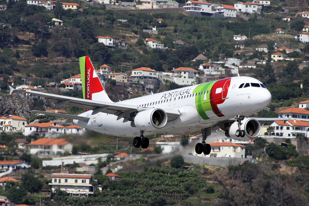 TAP A320 in Funchal am 25.07.10