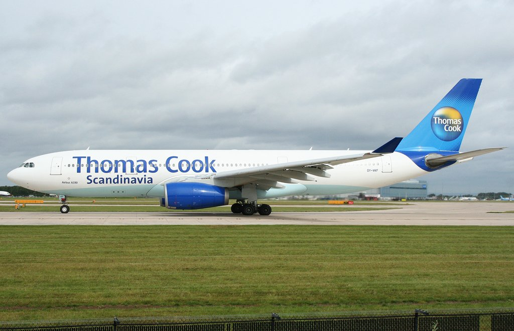 Thomas Cook Airbus A330-200 in Manchester Start auf Bahn 23L , 28.07.09