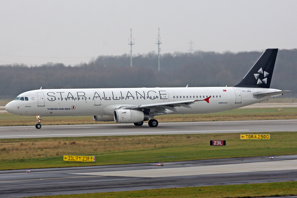 Turkish Airlines Airbus A321-231 TC-JRA in DUS am 19,12,11