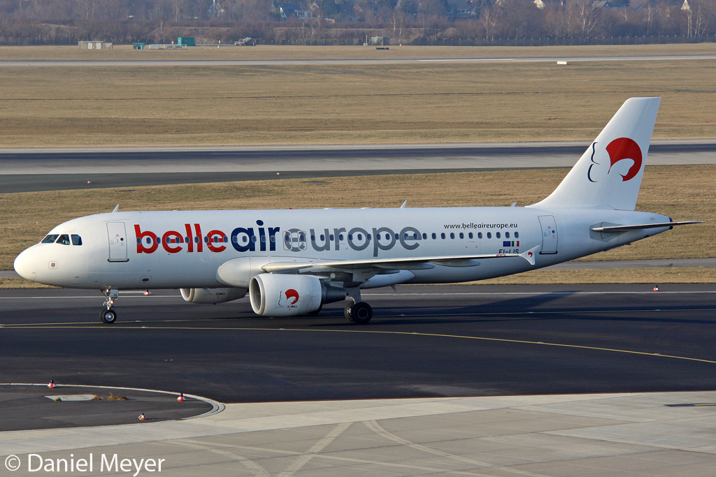 Belle Air Europe Airbus A320-214 EI-LIS in DUS am 11.02.2012