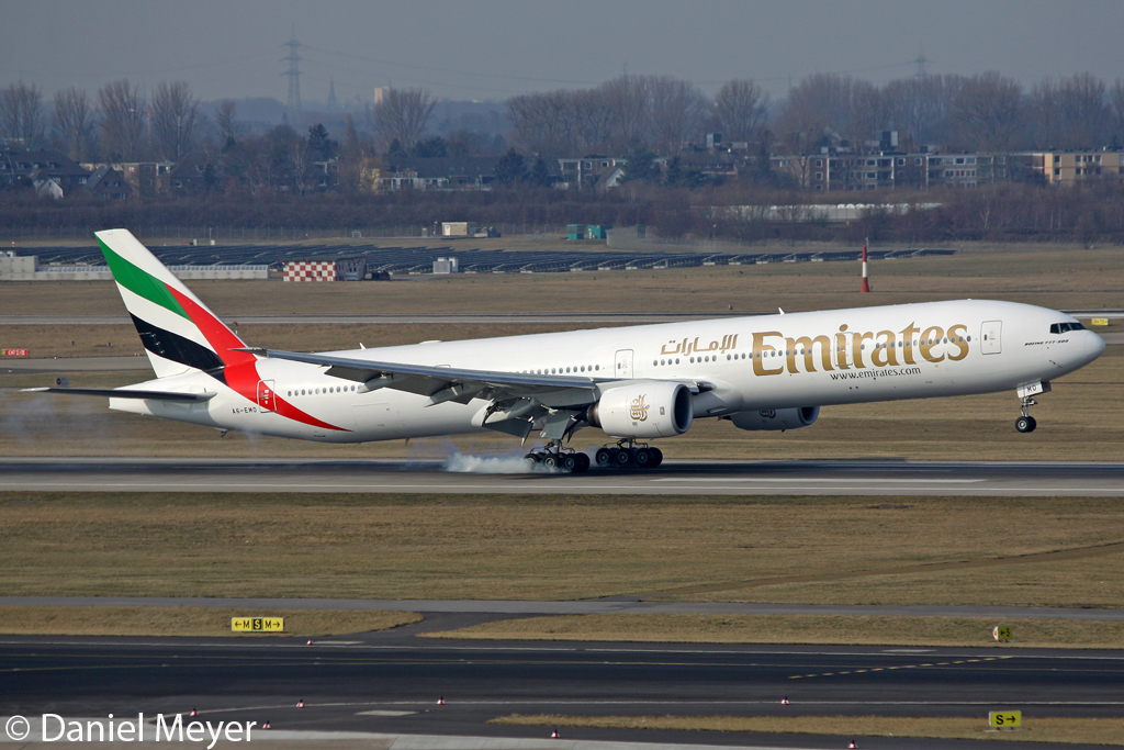 Emirates Boeing 777-31H A6-EMO in DUS am 11.02.2012